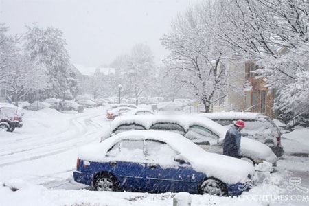 Авто, які занесло снігом. Фото: Чан Лей/Велика Епоха