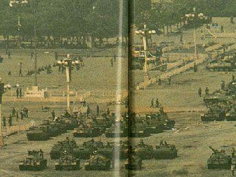 Танки на Тяньаньмэнь.