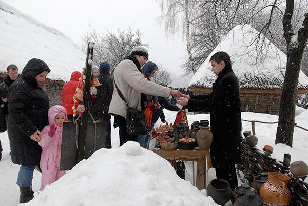 Празднование масленицы в Национальном музее архитектуры и быта Украины Пирогово в Киеве 14 февраля 2010 года. Фото: Владимир Бородин/The Epoch Times