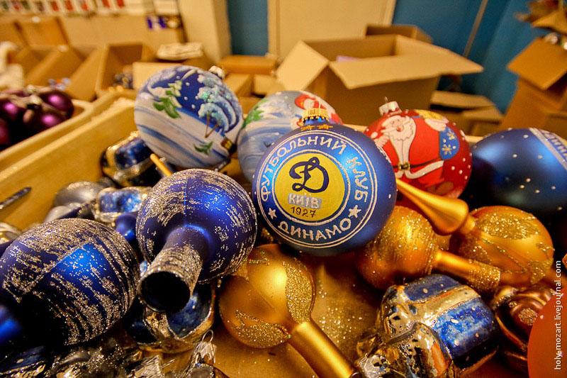 Вот такие ёлочные украшения изготавливают на фабрике в Клавдиево-Тарасово. Фото: holy-mozart.livejournal.com