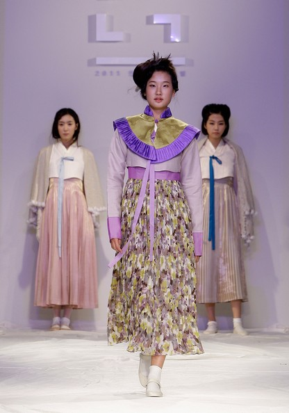 Корейская одежда на Hanbok Fashion Show. Фото: Chung Sung-Jun/Getty Images
