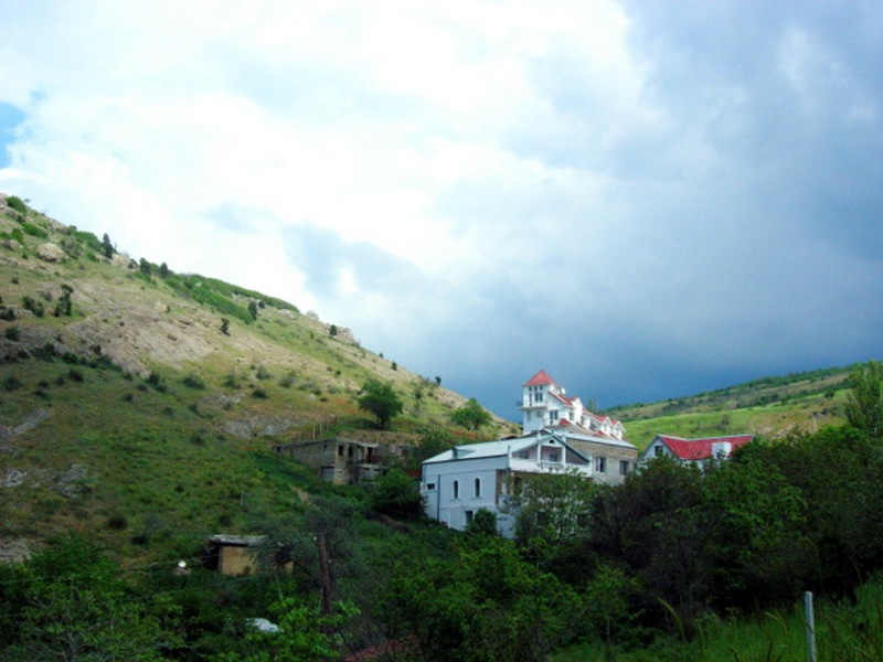 Начало тропы — гроза собирается, Балаклава. Фото: Алла Лавриненко/Велика Епоха