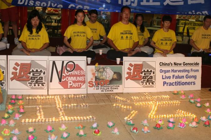 Атланта, США. Вшанування пам'яті загиблих в ході репресій послідовників Фалунь Дафа, 2013 рік. Фото: Велика Епоха