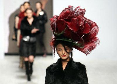 Із колекції грузинського модельєра Тата Варданашвілі. Фото: SERGEI SUPINSKY/AFP/Getty Images