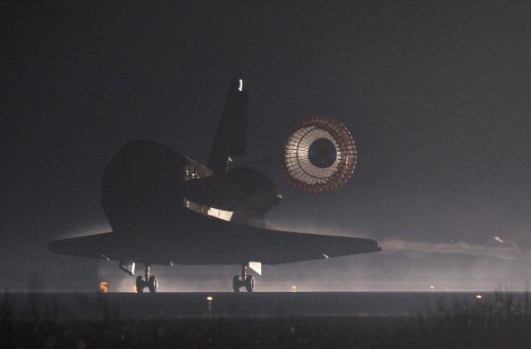 Приземление шаттла «Атлантис». Фото: STAN HONDA/AFP/Getty Images