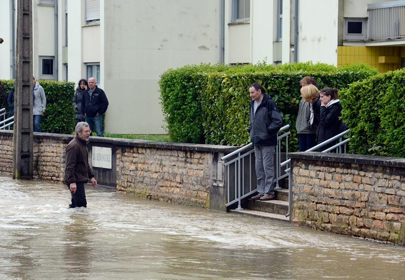 Діжон, Франція, 4 травня. Сильні дощі викликали розлив місцевої річки Уш, води якої затопили вулиці міста. Фото: PHILIPPE DESMAZES/AFP/Getty Images