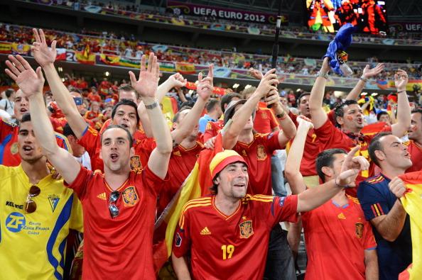 Трибуна іспанських фанатів у матчі Іспанії проти Португалії, 27червня, Донбас Арена в Донецьку. Фото: Damien MEYER/AFP/Getty Images