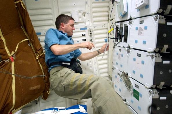 Астронавт Рекс Уолхейм возле панели управления шаттлом. Фото: NASA via Getty Images