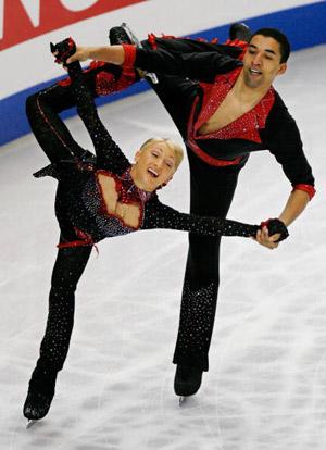 Німецькі фігуристи Aliona Savchenko і Robin Szolkowy на чемпіонаті в Токіо. Фото: TORU YAMANAKA/AFP/Getty Images