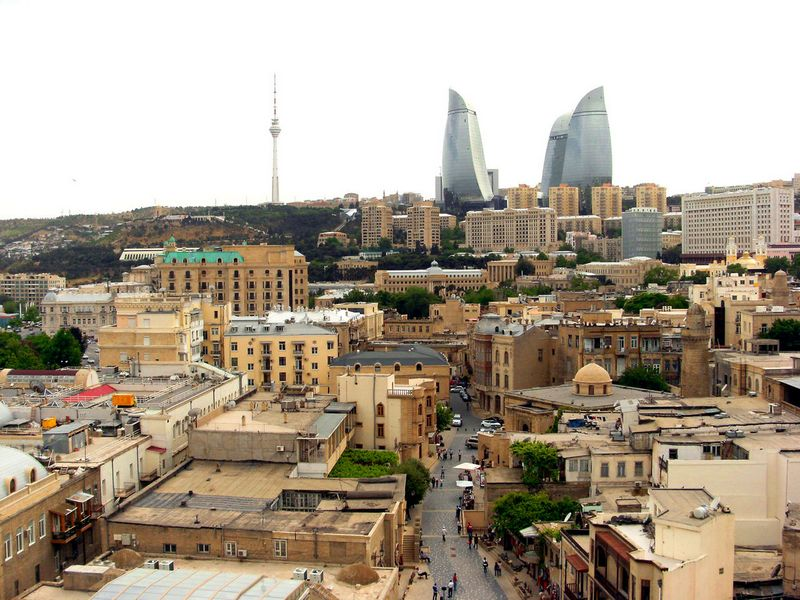 Баку старий і новий. Фото: Khortan/en.wikipedia.org