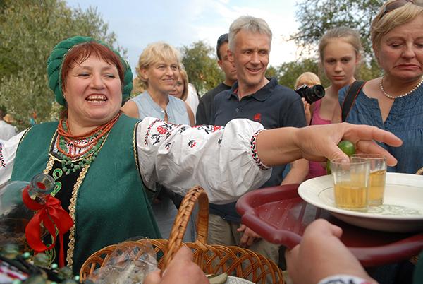 Праздник Ивана Купала отметили в Музее национальной архитектуры и быта «Пирогово» 6 июля 2010 года. Фото: Владимир Бородин/The Epoch Times
