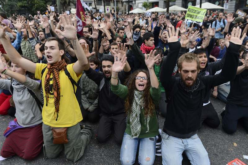Мадрид, Испания, 25 сентября. Жители города протестуют против экономического кризиса, утверждая, что кризис «похитил» у них демократию. Фото: PIERRE-PHILIPPE MARCOU/AFP/GettyImages