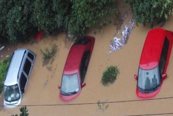 Сильные ливни вызвали наводнение в провинции г. Гуанчжоу провинции Гуандун. Фото с aboluowang.com