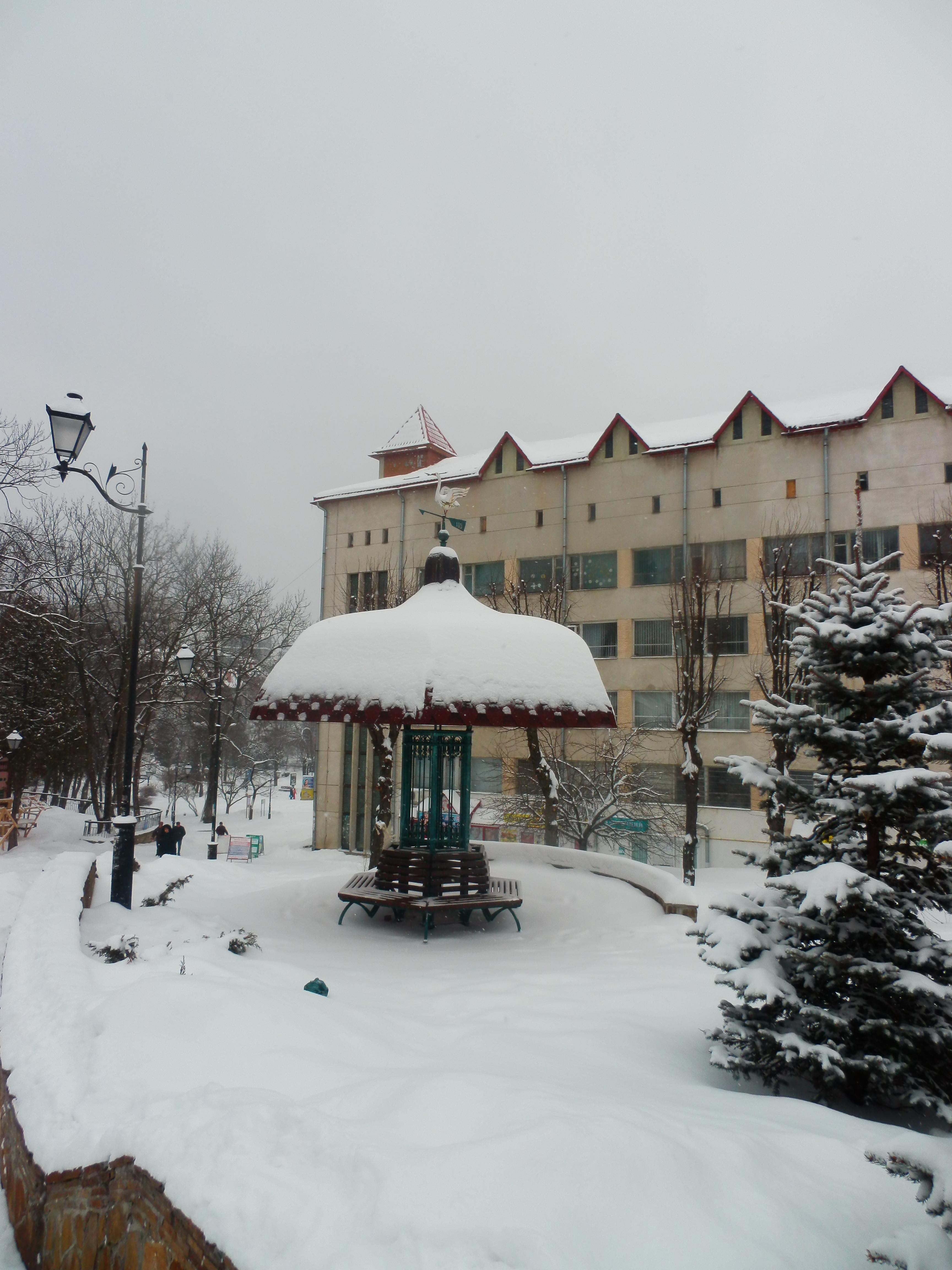 Це не сон архітектури — це зимові кучугури. Фото: Віктор Гаврилів/The Epoch Times Україна