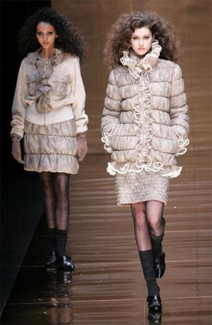 Коллекция осень-зима 2007/08 японского дизайнера Юкико Ханаи (Yukiko Hanai). Фото: Junko Kimura/Getty Images