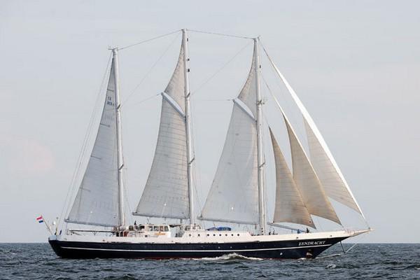 Трехмачтовая голландская шхуна Eendracht. Построена в 1989 году. Принадлежит фонду Stichting het Zeilend Zeeschip, главной целью которого является обучение моложежи мореходству. Фото: Archiv Hanse Sail Rostock