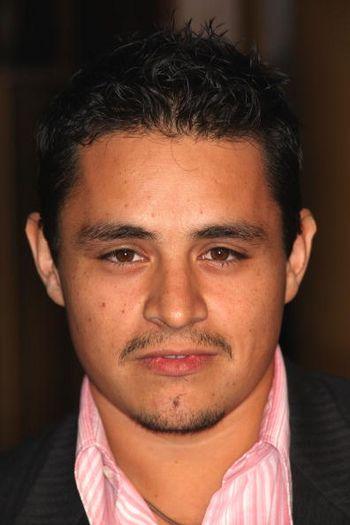 Актёр Джесс Гарсия / Jesse Garcia посетил премьеру фильма Under the Same Moon, которая состоялась в Голливуде. Фото: Frederick M. Brown/Getty Images
