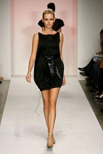 Колекція сезону осінь 2008 від Фари Ангсани на Mercedes-Benz Fashion Week, Smashbox Studios, 13 березня 2008, Каліфорнія. (Фото: Фрезер Харісон /Getty Images )