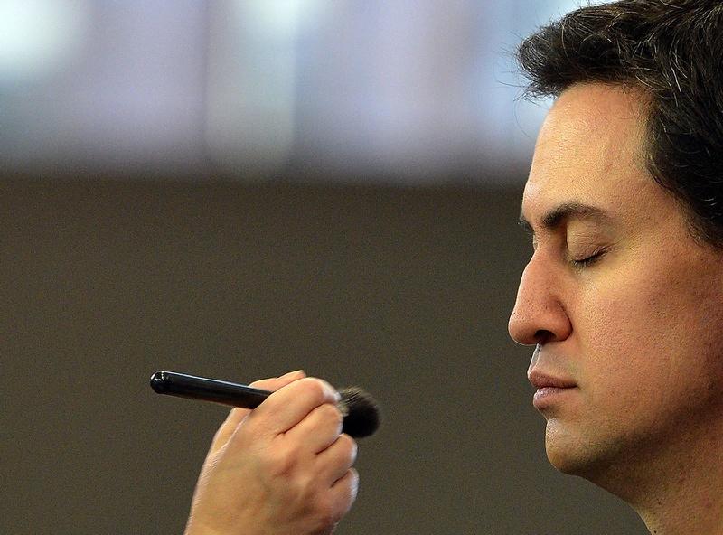 Манчестер, Англия, 3 октября. Лидер лейбористов Эд Милибэнд готовится к выступлению на телевидении в рамках ежегодной конференции оппозиционной партии Лейбористов. Фото: PAUL ELLIS/AFP/GettyImages
