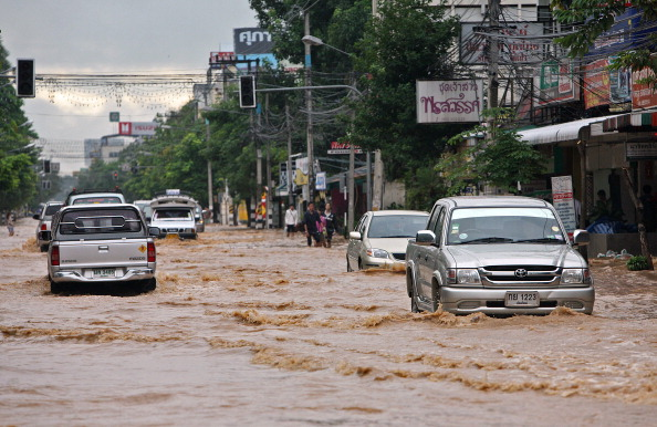 Причиной серьезных наводнений в сезон муссонных дождей в Таиланде стал тропический шторм. Фото: NICOLAS ASFOURI/Getty Images