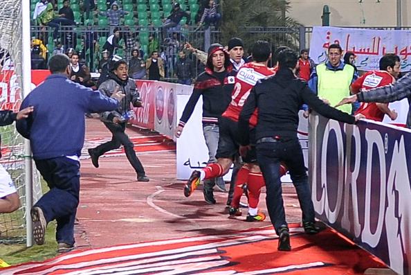 У Єгипті оголосили триденний траур по 74 загиблих на футбольному матчі. Фото: /AFP/Getty Images
