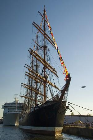 Седов - самое большое парусное судно в мире, парусные гонки - 2007, в Щецине, Польша, 3-7 августа. Фото: Ян Якилек/Великая Эпоха