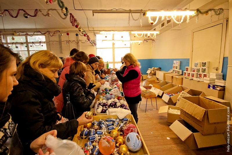 А це магазин ялинкових прикрас при фабриці. Фото: holy-mozart.livejournal.com