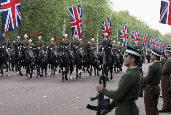 Её Величество Королева Елизавета II празднует 60-ю годовщину своего восшествия на престол. Лондон, Англия. 02 июня 2012 года. Фото: Oli Scarff/Getty Images