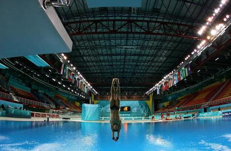 У Досі проходять змагання із стрибків із 10-метрового трампліна під час 15-х Азійських ігор. Фото: Paula Bronstein/Getty Images