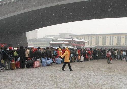 20 января. Вокзал г.Сиань. По всему Китаю миллионы людей возвращаются домой, чтобы вместе с семьёй встретить Новый год.  Фото с сайта epochtimes.com