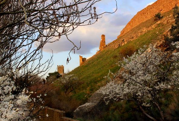 Захід сонця на руїнах фортеці. Фото: Ірина Рудська/Велика Епоха