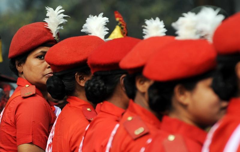 Жіноча бригада сил цивільної оборони. Фото: DIBYANGSHU SARKAR/AFP/Getty Images