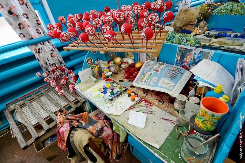 Рабочее место художницы. Фото: holy-mozart.livejournal.com