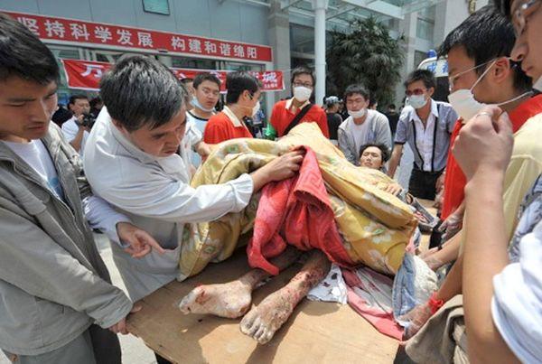 Самое сильное за последние 30 лет землетрясение, принесло горе сотням тысяч людей. Фото с epochtimes.com