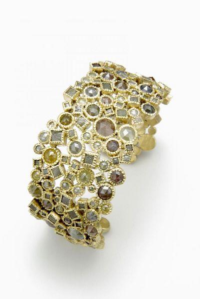 Браслет от TODD REED: золотой браслет с не ограненными алмазами в кубической оправе и бриллиантами, ограненными «розой». Фото: www.toddreed.com
