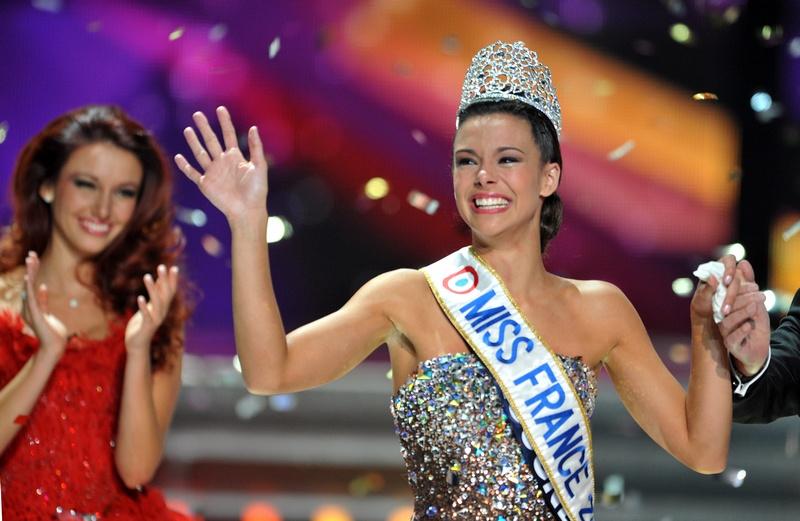 Лимож, Франция, 9 декабря. Обладательницей титула «Мисс Франция 2013» стала 19-летняя студентка медицинского факультета Марин Лорфелен, уроженка Бургундии. Фото: PIERRE ANDRIEU/AFP/Getty Images