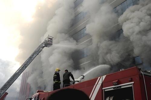 Пожар на складе в провинции Чжэцзян. Декабрь 2010 год. Фото с epochtimes.com