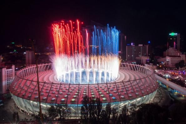 Святковий салют на честь збірної Іспанії, як переможця Євро-2012, 1 липня на Олімпійському стадіоні в Києві. Фото: SERGEY POLEZHAKA/AFP/GettyImages