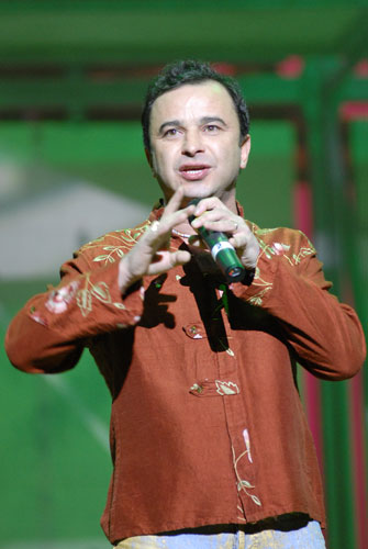 Виктор Павлик на благотворительном концерте  «SOSстрадание». Фото: Владимир Бородин/Великая Эпоха