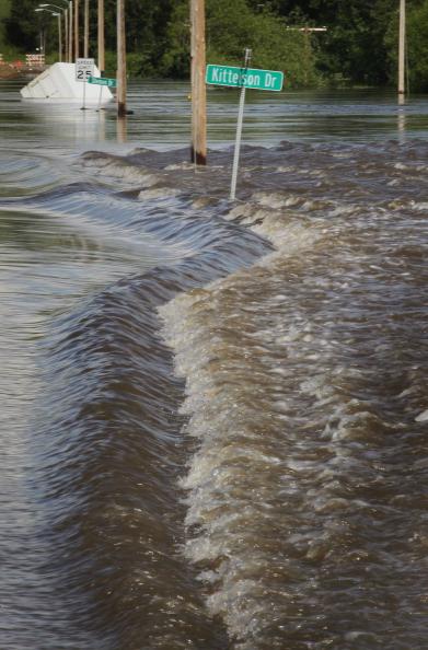 Воды реки Сурис на улицах Берлингтона. Северная Дакота, США. Фото: Scott Olson/Getty Images
