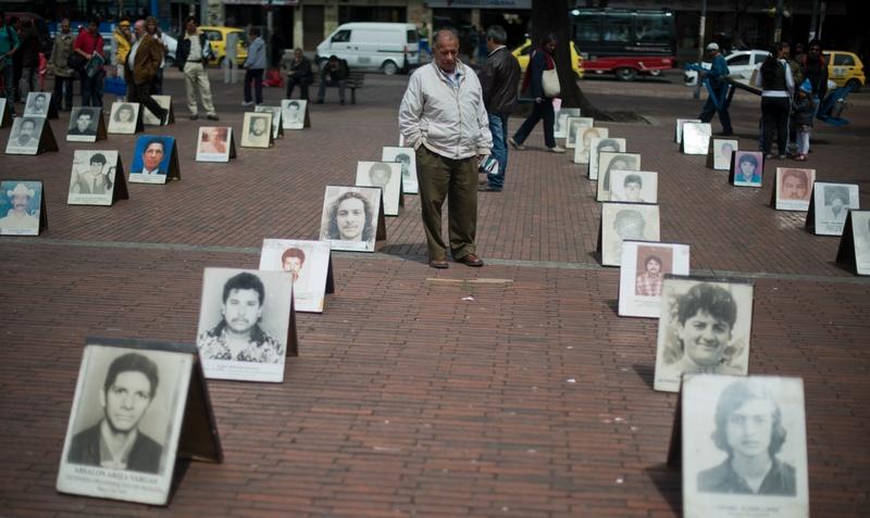 Богота, Колумбия, 30 августа. В стране отмечается международный День пропавших людей. За 30 лет в Колумбии пропало без вести свыше 57 тыс. человек. Фото: EITAN ABRAMOVICH/AFP/GettyImages