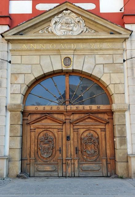 Вхід у Національну бібліотеку імені Оссолінських, або «Оссолінеум». Фото: Claudio Villa/Getty Images