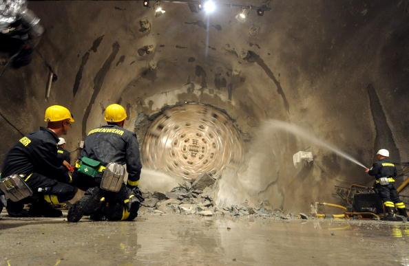 Готтардський тунель. У Швейцарії закінчено буріння найдовшого тунелю в світі. Samy Golay/TiPress/Getty Images