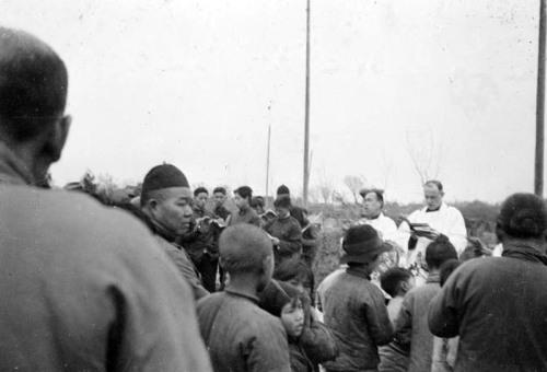 Обряд погребения. 1936 г. Фото: Ernest H•Forster