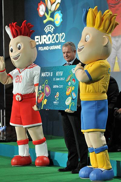 Член Исполнительного комитета УЕФА Франтишек Лауринца на торжественной церемонии начала продажи билетов в Киеве 1 марта 2011 года. Фото: Владимир Бородин/The Epoch Times Украина