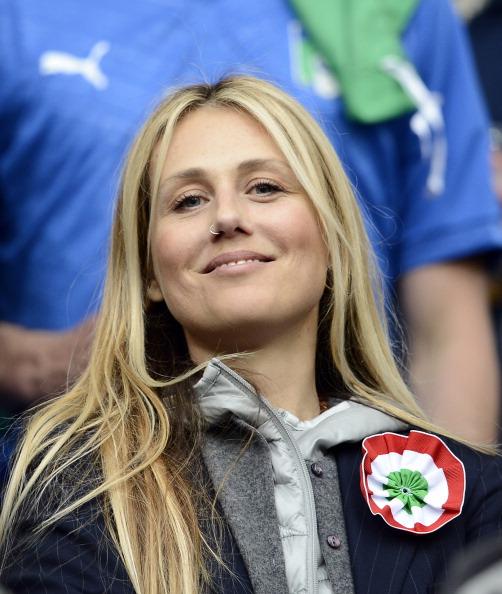 Новелла Беніньї, подруга головного тренера Чезаре Пранделлі з Італії, під час матчу Хорватії проти Італії 14 червня 2012 року у Познані, Польща. Фото: Claudio Villa/Getty Images