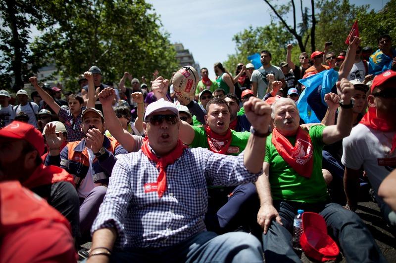 Мадрид, Испания, 31 мая. Шахтёры по всей стране протестуют против сокращения правительственных субсидий на добычу угля. Фото: Pablo Blazquez Dominguez/Getty Images