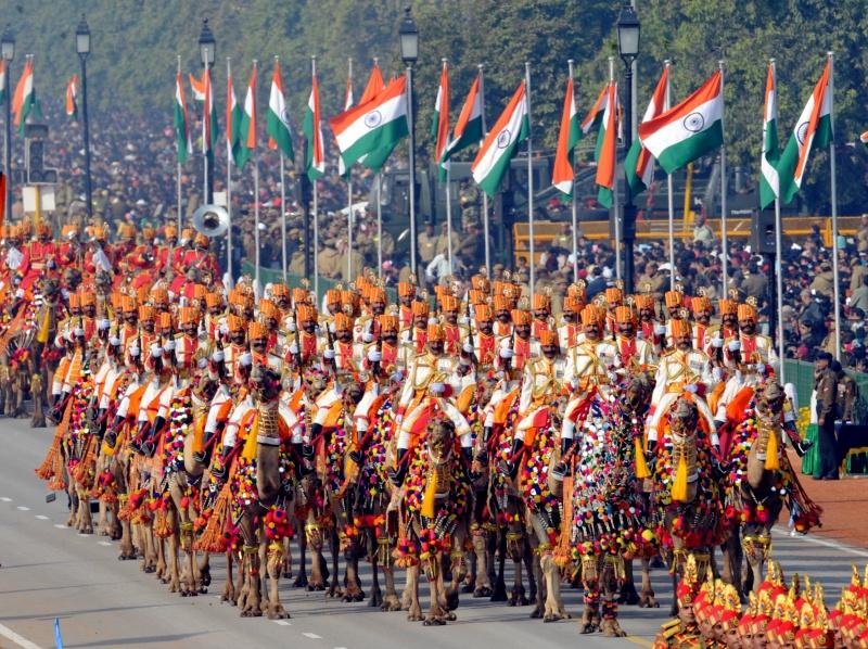 Індійські прикордонники їдуть верхи на верблюдах. Парад на честь Дня Республіки. Нью-Делі, Індія, 26 січня 2012 рік. Фото: RAVEENDRAN/AFP/Getty Images