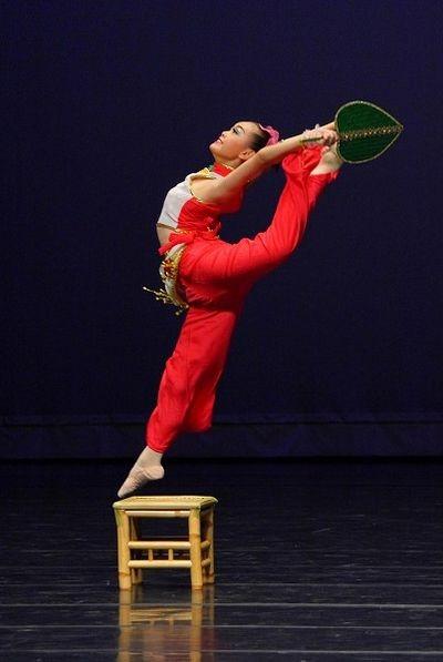 Участники Всемирного конкурса китайского танца демонстрируют своё мастерство. Фото: У Байхуа/ The Epoch Times