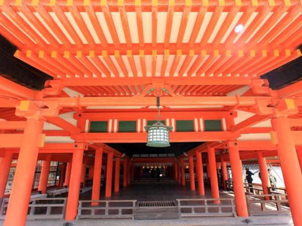 Святыня Ицукусима. Синтоистский храм был включен в качестве всемирного наследия ЮНЕСКО в 1996 году. Фото: Junko Kimura / Getty Images